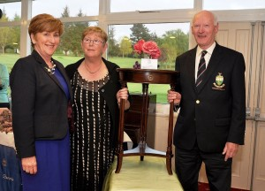 Lady Captain Linda Donohoe, President AF Mitchell presenting his prize to Brenda McCarthy.