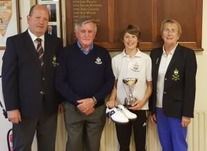 overall-juvenile-winner-mark-dundon-receiving-his-prize-from-jerry-hanrahan-also-in-photo-are-borris-golf-club-captains-john-joyce-and-anne-hughes
