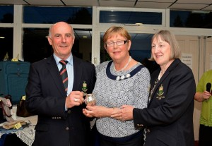 borris-golf-club-president-kieran-lucas-presenting-his-prize-to-ladies-to-brenda-mccarthy